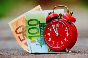 Czy warto trzymać pieniądze na koncie osobistym